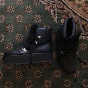 New! Platform black boots with ties